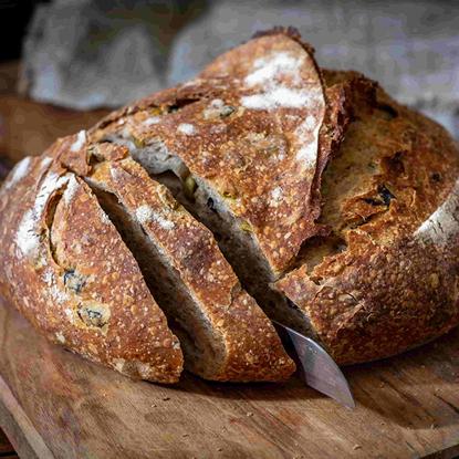 الصورة: ايديز كيتشن خبز توسكان بالزيتون المخمر